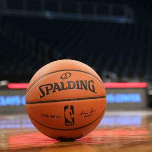 Ballon de basket de la marque Spalding